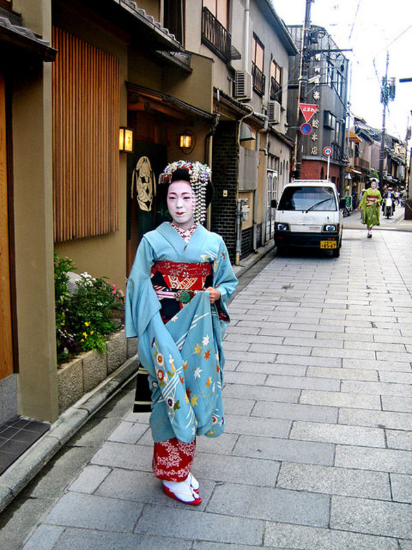 Miyagawacho two maiko