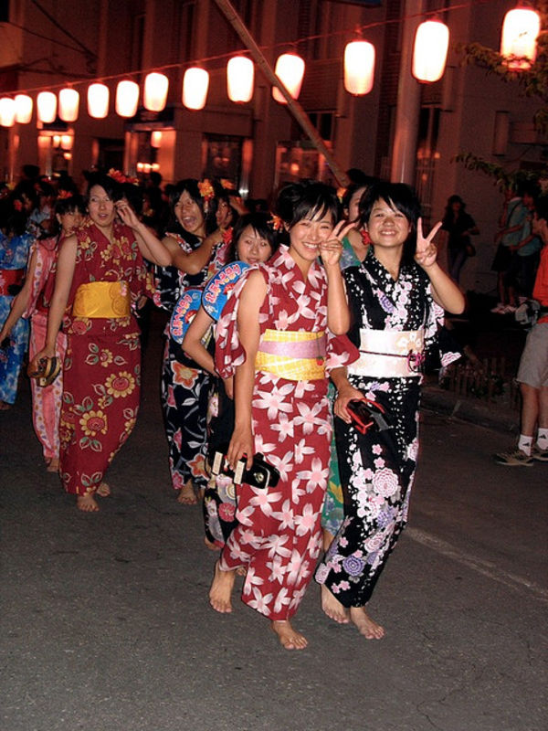 japanese girls at the heso festival