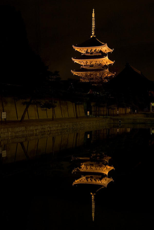 toji temple night kyoto