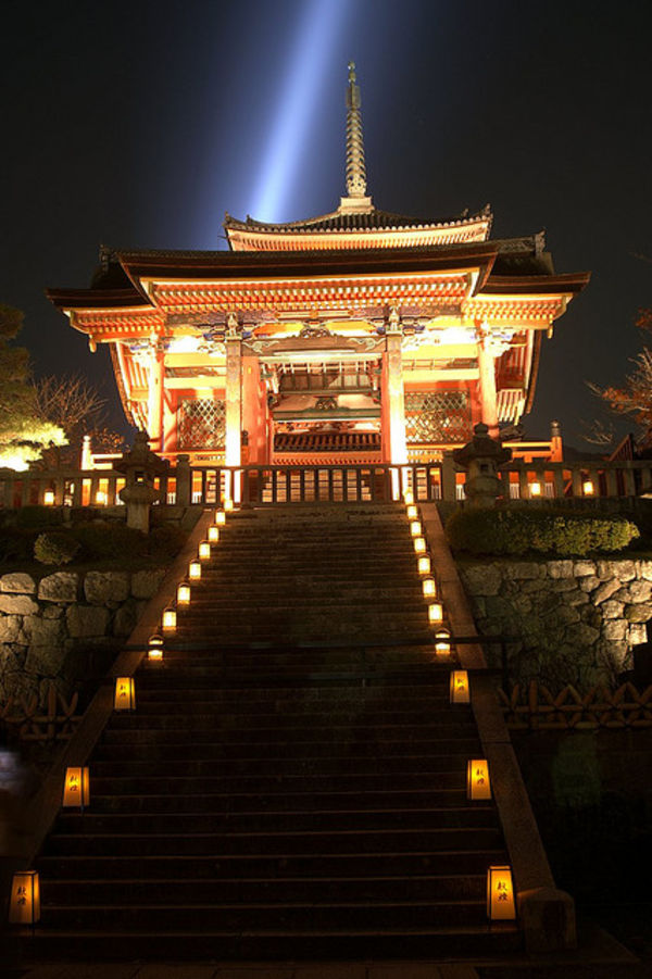 west gate of kiyomizudera
